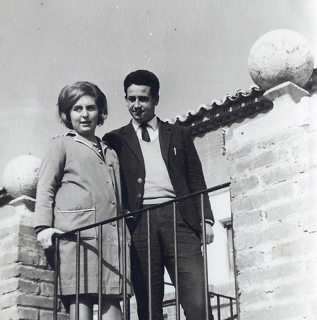 36-La pareja junto al cole