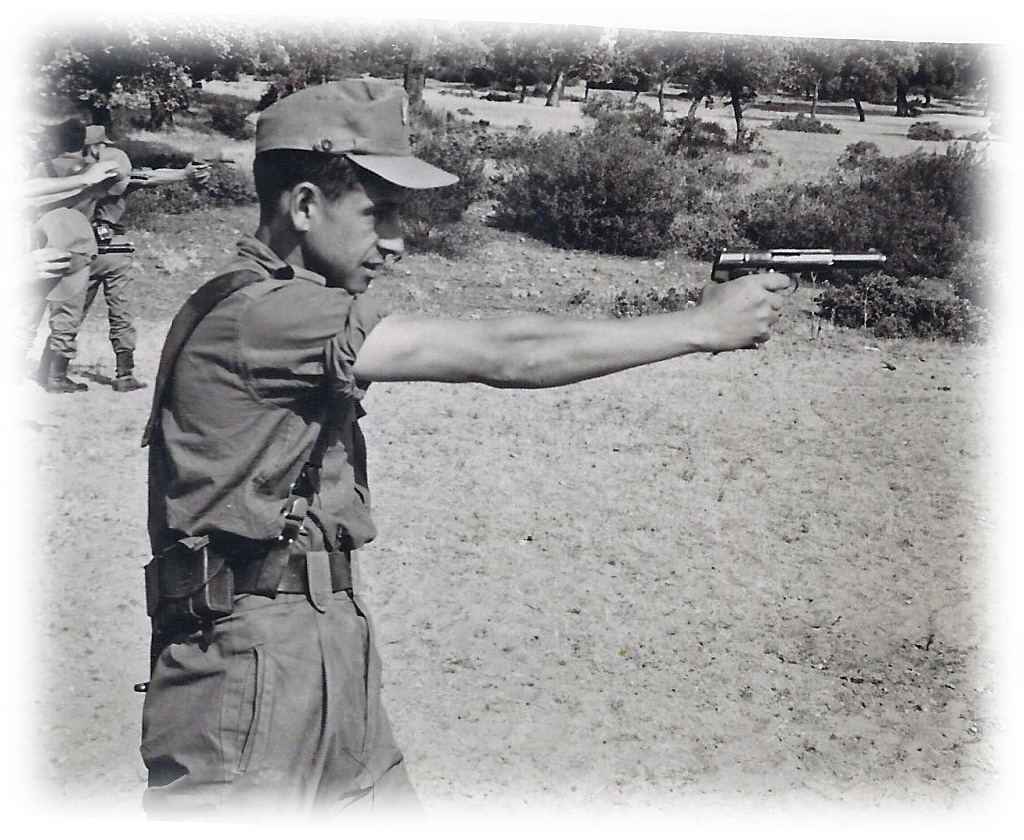 6-milicias disparando